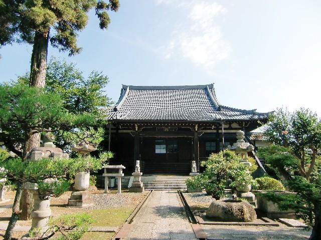 仏教式のお墓と納骨