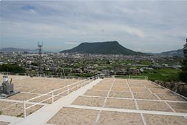 新田岡山墓地(香川県)