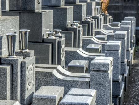 お盆のお墓参り、43%が「お墓参りはしない」